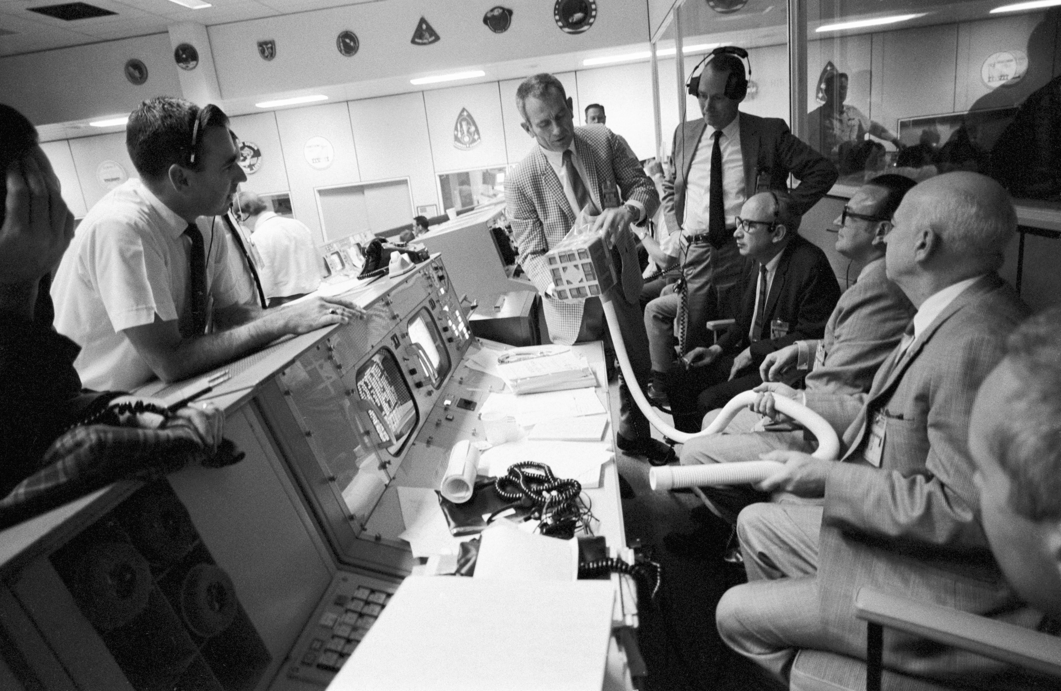 Apollo_13_Mailbox_at_Mission_Control